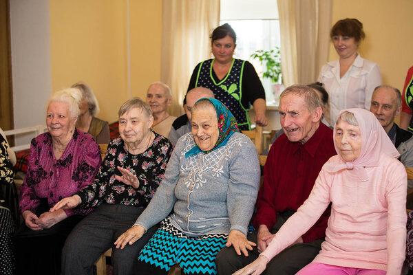 Стрижка ногтей на дому у пожилых людей