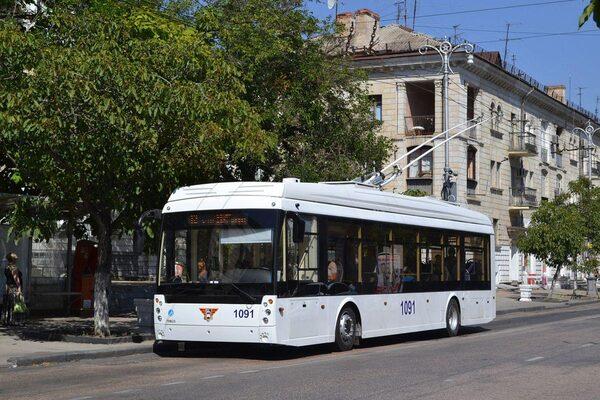 В городском транспорте Севастополя можно оплатить проезд банковской картой